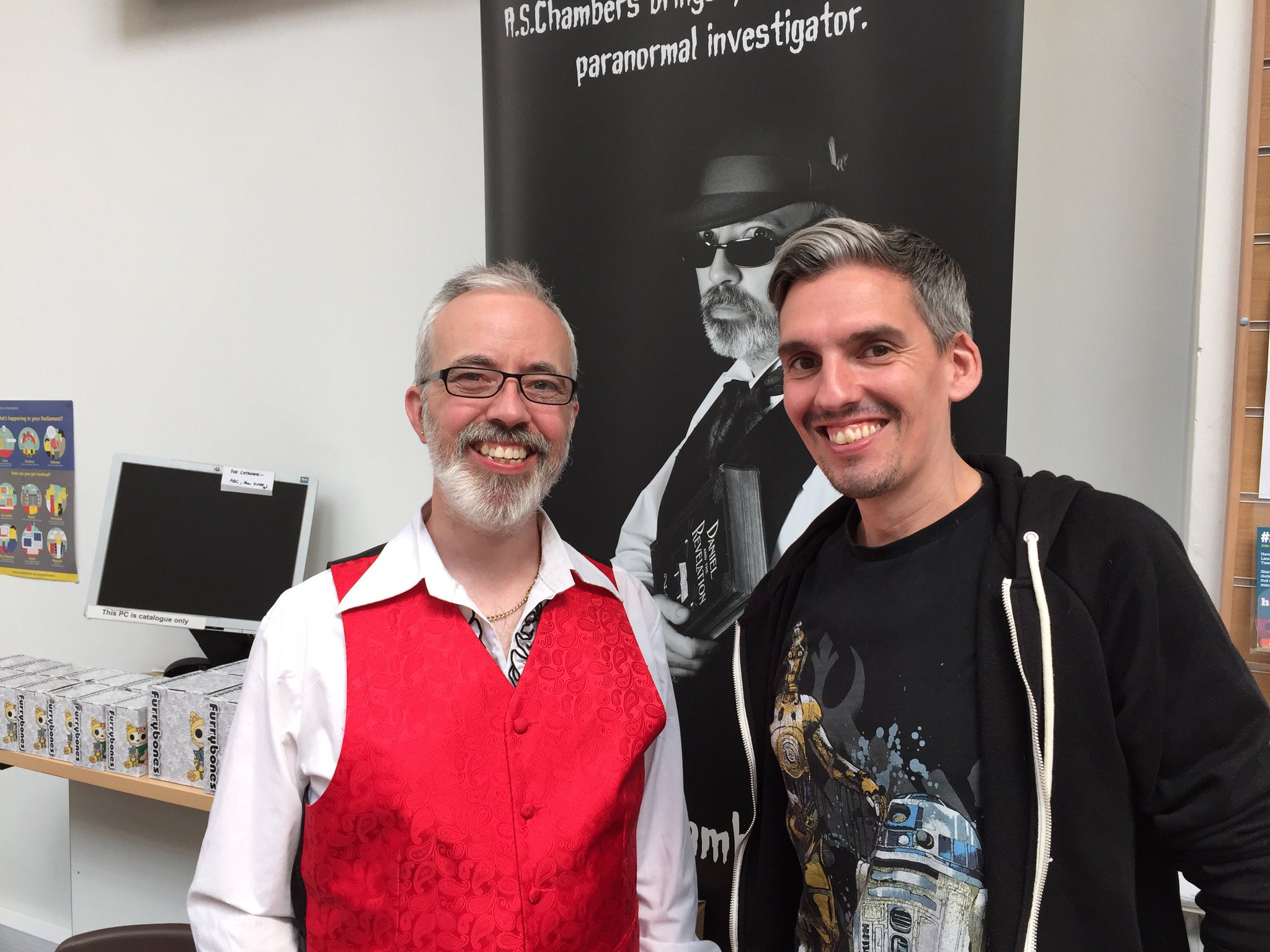 Local author @ASChambersUK  & artist Wayne Ashworth @LancasterComics https://t.co/8X6sxmWSQQ