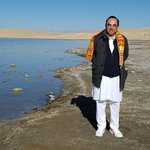 At the serene banks of Lake Manasarovar with @jagdishshetty & @MD_Nalapat https://t.co/QZf680GqV4