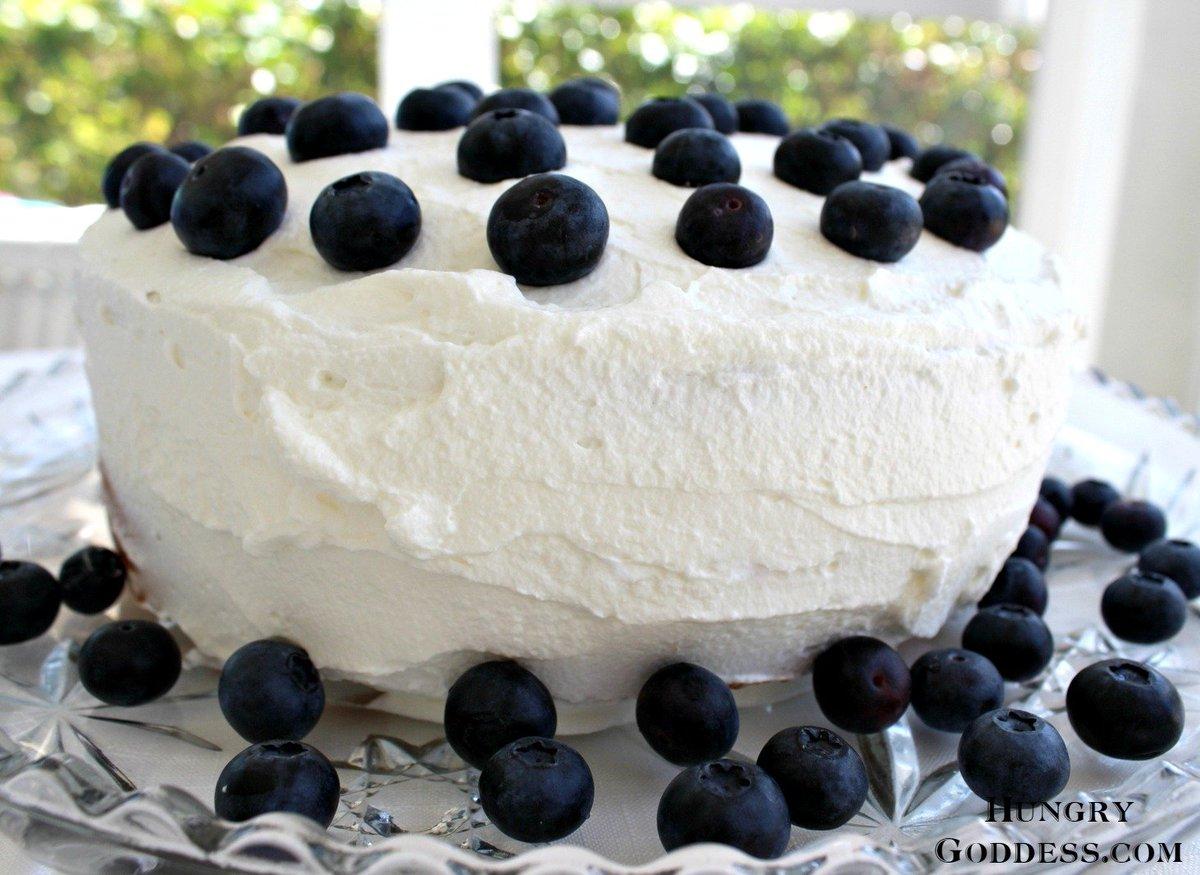 Hot Milk Sponge Cake w/ Blueberries https://t.co/hoYgPR4zpL @FloridaMilk #SundaySupper #JuneDairyMonth #ad https://t.co/5GcV55kH8J