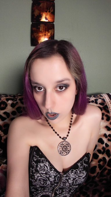 Looking deep into your soul #femdom #goddess #findom #sexy #goth #purplehair https://t.co/MaUE48E1Uj