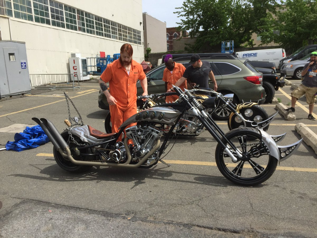 Showing @WWESheamus (Rocksteady) and @GaryAWilliams (Bebop) their #TMNT2 bikes. https://t.co/sP2wkAqhaH