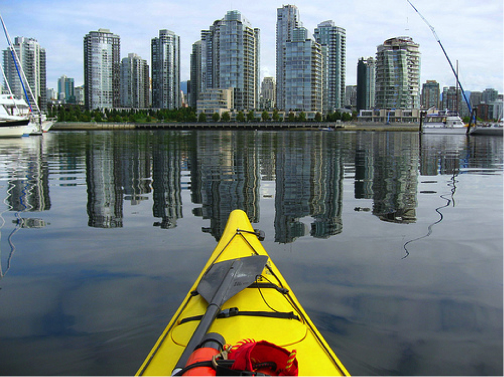 #Kayaking in downtown #Vancouver is a great way to see the city. #FalseCreek PC: Flickr's BigBean https://t.co/22eQW6O2uU