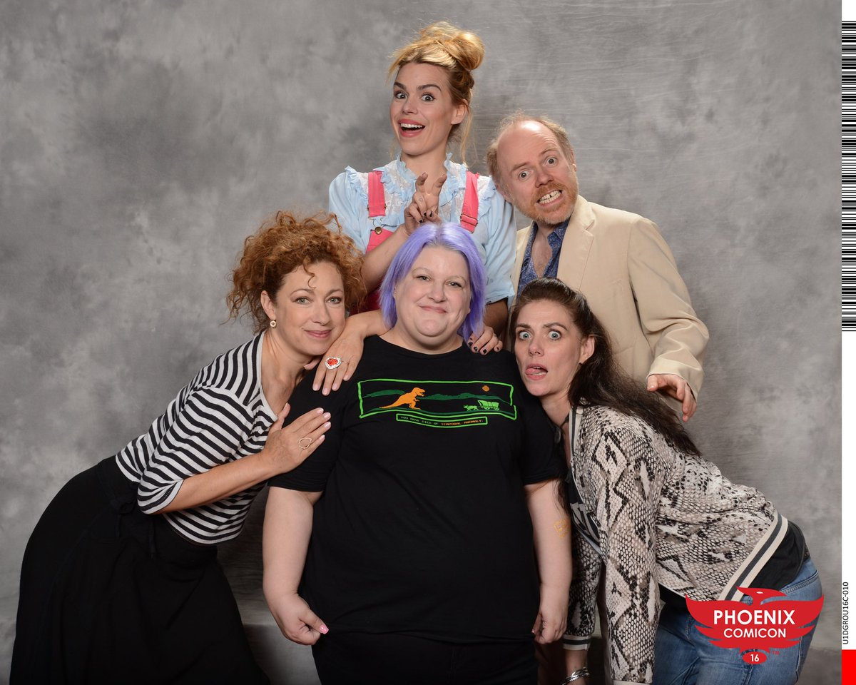 Hilarious photo with #AlexKingston @billiepiper @StanDarkley @McIntoshNeve at @PhoenixComicon. So lovely. https://t.co/1K1qXMiVCq