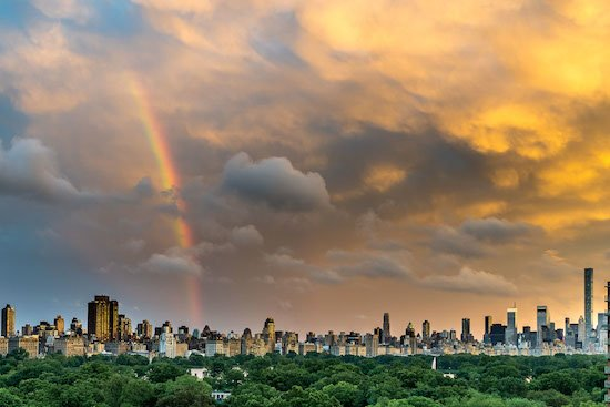 What a rainbow in New York tonight! (photo by Dan Shulman)  https://t.co/zkPzJR33Bi https://t.co/mgKJMDcVqL