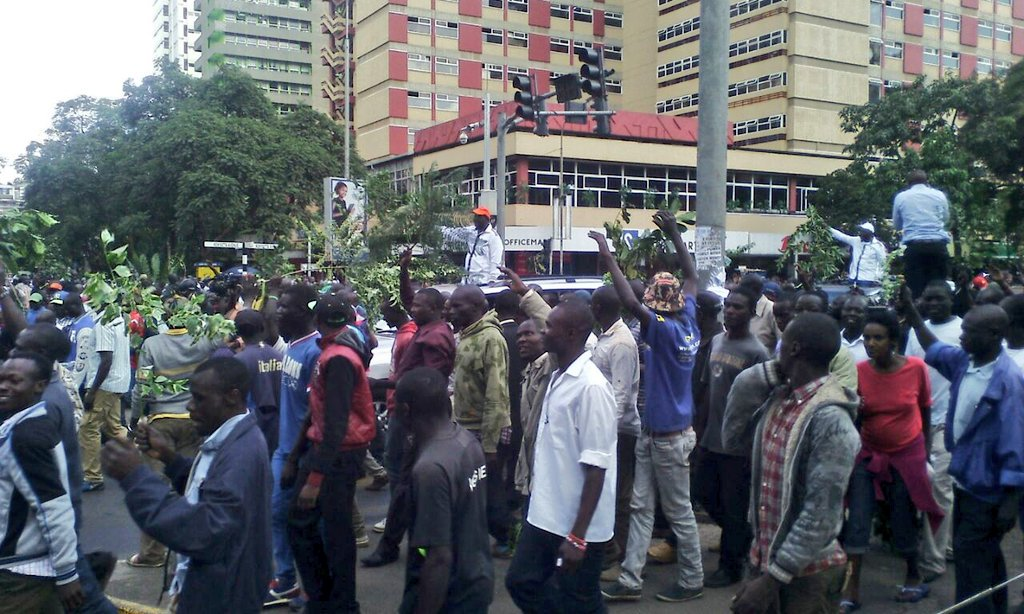 CORD leader Raila Odinga leading protests on Nairobi streets; no police seen around so far. #CORDdemos https://t.co/0DebyWzpbp