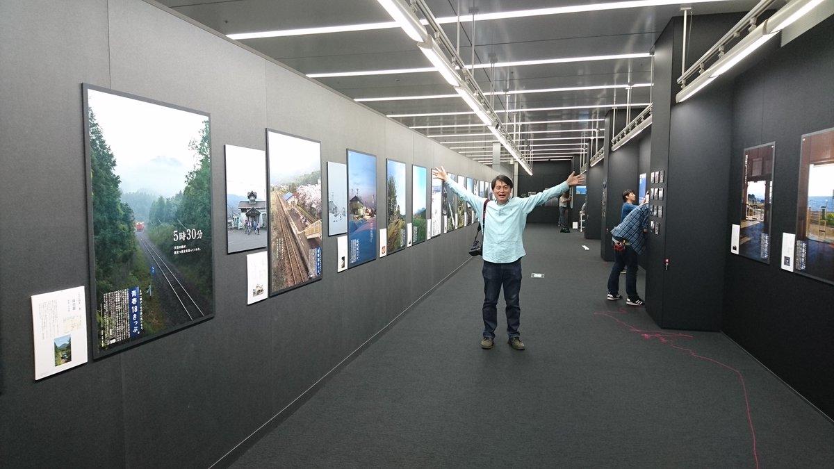 今キヤノンオープンギャラリー品川では明日からの青春18きっぷポスターの搬入中!長根さんも思わず「迫力あるなあ」と一言。明日からスタートです。 https://t.co/bqoqV4xiWp