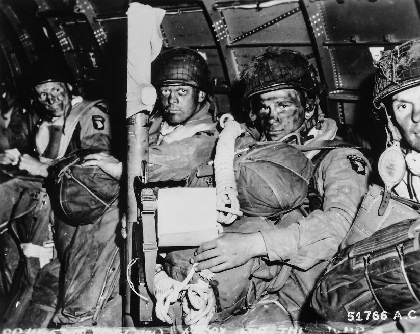 Paratroopers just before they took off for the initial assault of #DDay https://t.co/QX7sb4Qsmv https://t.co/rWdrN2YGHw
