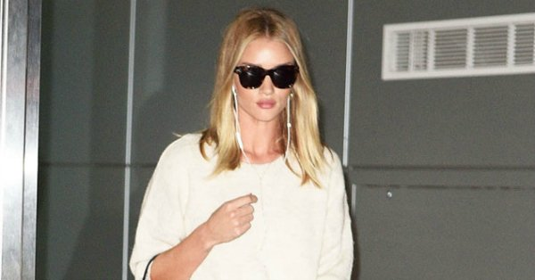 Rosie Huntington-Whiteley makes the NYC streets her casual-chic runway: