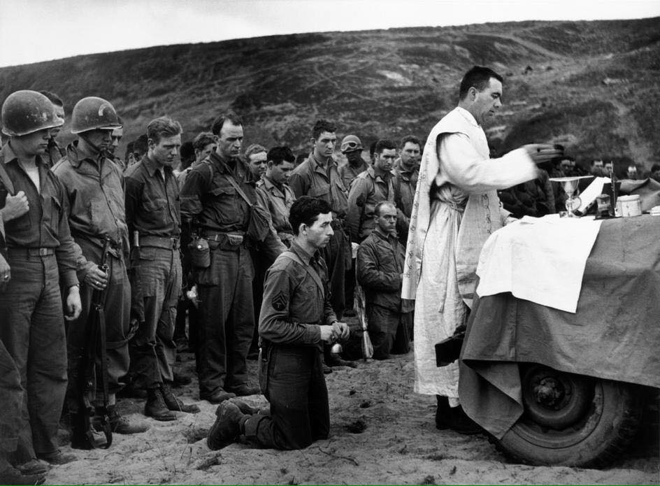 A Mass being celebrated after the #DDay invasion on the beaches of #Normandy. https://t.co/N0X4UVPzR4