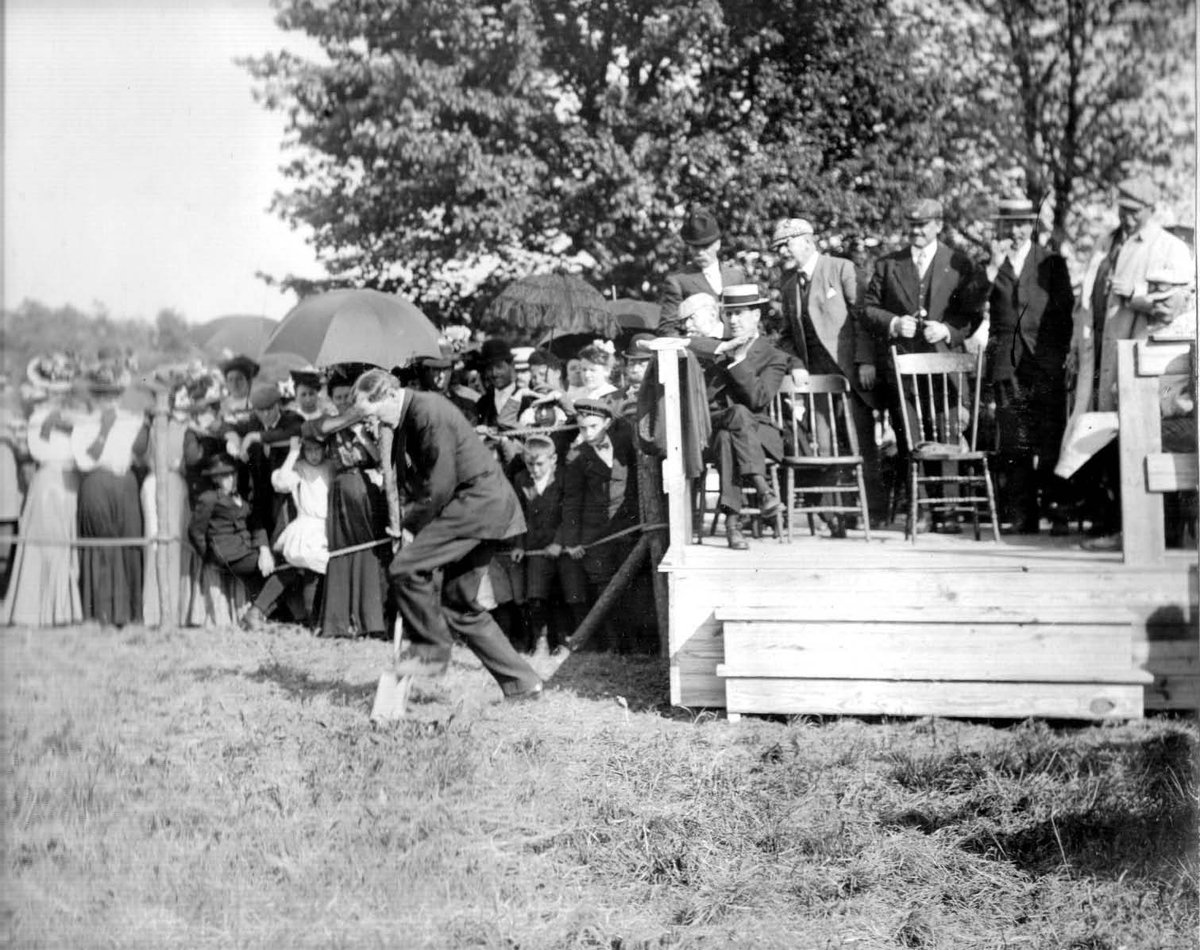 #TTH 1908: Construction began on the Long Island Motor Parkway in NY. 48-mile road was world's 1st superhighway. https://t.co/XWylWrub0R