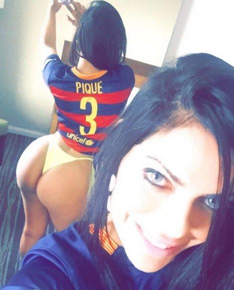 RT @futband: Miss Bumbum torce para o Barça e é fã de Piqué https://t.co/FUZniSH2H7 https://t.co/JxsyqVR1rA