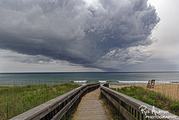 First showers from #Colin moving through Kill Devil Hills this afternoon. #obx #outerbanks #ncwx @wxbrad @JimCantore https://t.co/HeXwniM64B