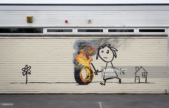 Street artist #Banksy has left a note & his artwork on a Bristol school wall #mural https://t.co/aW1VTYCoNc