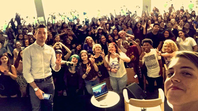 .@TheMattEspinosa dropped by #AppleSoHo to hang out with fans & talk about @BeSomebodyMovie. https://t.co/EwRzHRDXgr https://t.co/yU0b7PAuOP