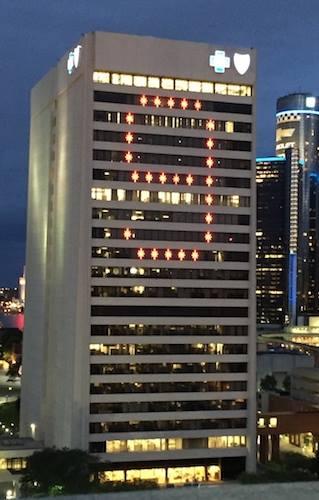 Blue Cross Honors @DetroitRedWings Legend #GordieHowe in Lights https://t.co/GgruIccYKU https://t.co/WOSHejiRtz