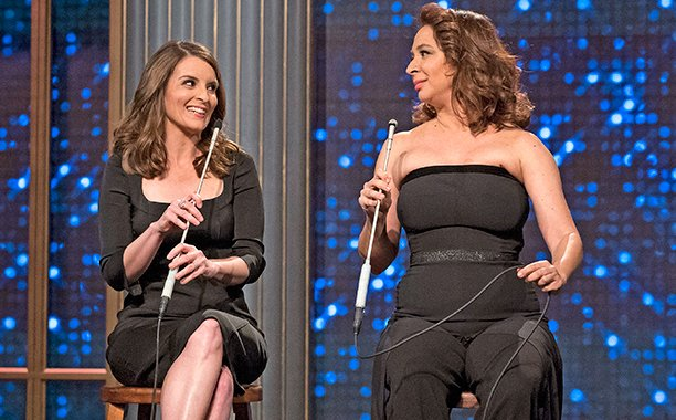 The hilarious Tina Fey and Maya Rudolph sing atop extremely high stools on MayaAndMarty: 🎤
