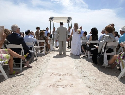 Having a beach wedding but want to wear gorgeous shoes?  How about a custom sand aisle runner for you beach wedding? https://t.co/JJ7i77CDU2