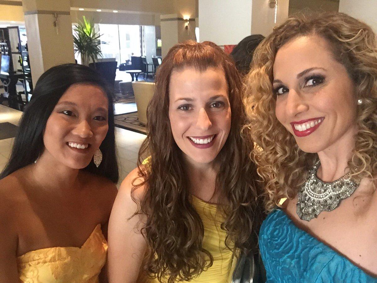 Looking good! RT @JeannetteKaplun: #FindingDory Red carpet bound w/ @raisingwhasians @vivaveltoro #FindingDoryEvent https://t.co/WZS9XTqm5X