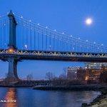 Moonlit. Manhattan Bridge by @DezSantanaPhoto #newyork #NYC https://t.co/uOT0cgw4D3