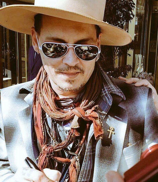 Happy birthday to an actual angel, ily ❤️❤️ #HappyBirthdayJohnnyDepp #WeAreWithYouJohnnyDepp https://t.co/mKuZKRCRxh