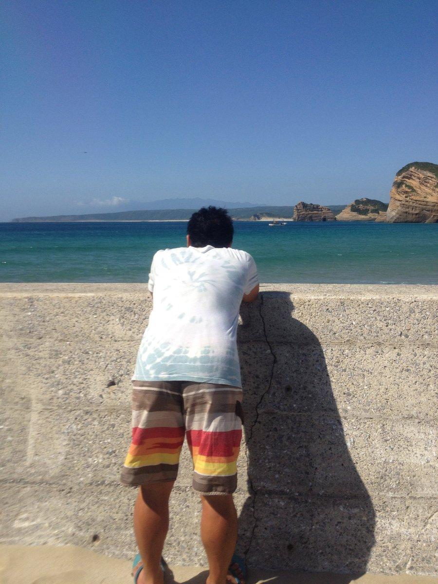 杉山清貴さんのニューアルバム「Ocean」聴きましたか? 潮騒のように心地好い音世界です。 彼の声を通して、八つの物語が海を漂っているように聞こえます。 屋外で、それも広い所で聴いて欲しいアルバムです。 https://t.co/wXo3GYstSY