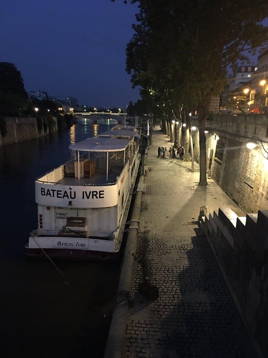 Hier soir, les berges de la Seine sont réapparues #Paris https://t.co/8rKk6OLDSS