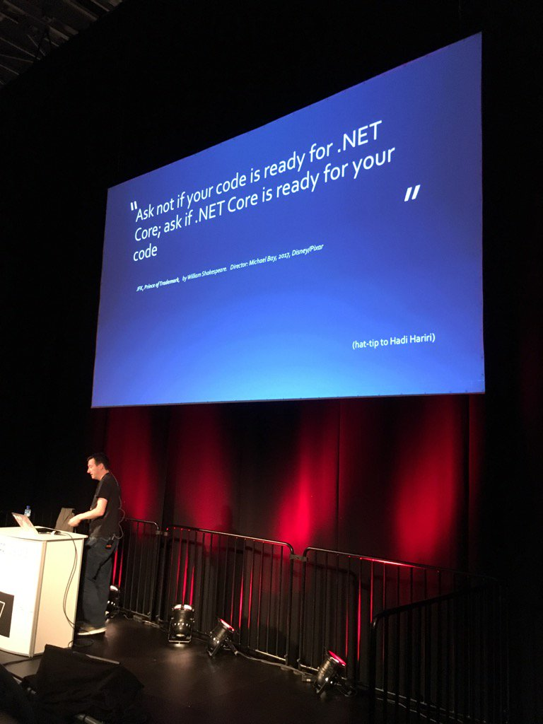 Hello @hhariri! :D @markrendle  #ndcoslo https://t.co/SCNBzPM2Ho
