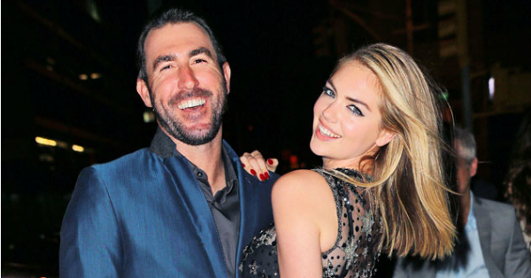 Kate Upton looks like a true superstar in this dress: