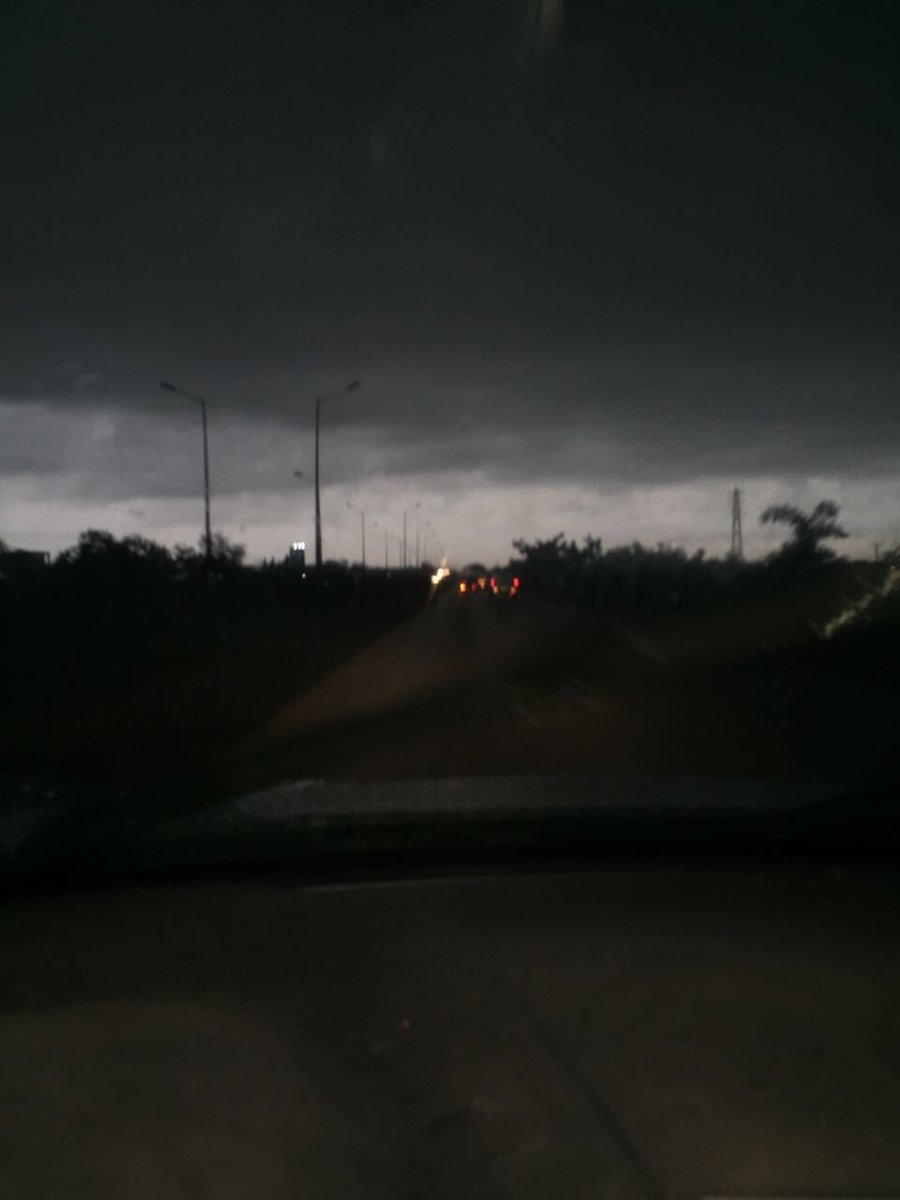 Visibility on the motorway is poor. Kindly drive slowly. Danger of hydroplaning because of wet surface #AccraFloods https://t.co/lZasJPqSpR