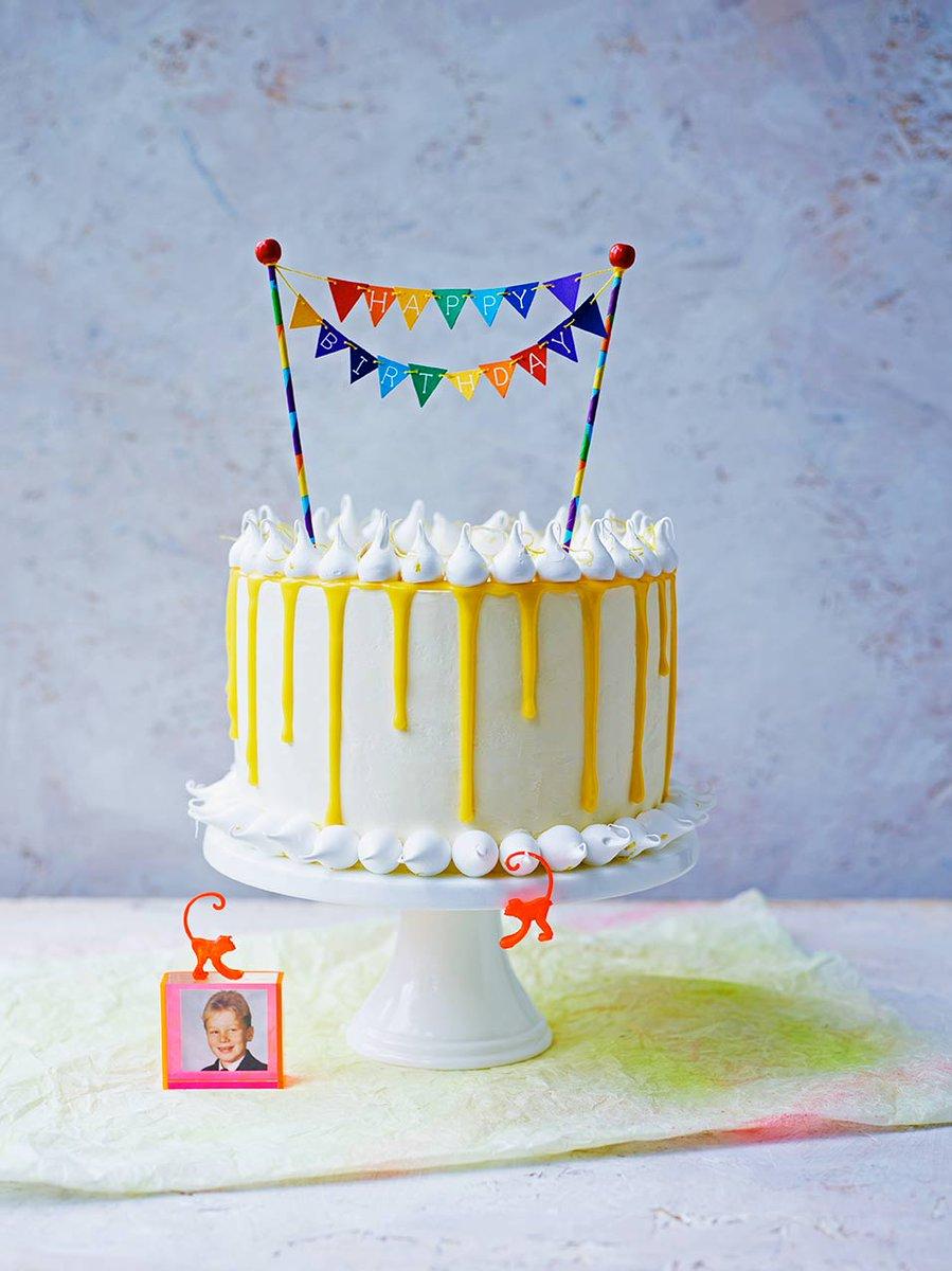 RT @JamieMagazine: Happy birthday, Your Majesty! #Queens90thBirthday https://t.co/wF3BvwExbv https://t.co/GpbExChbSz