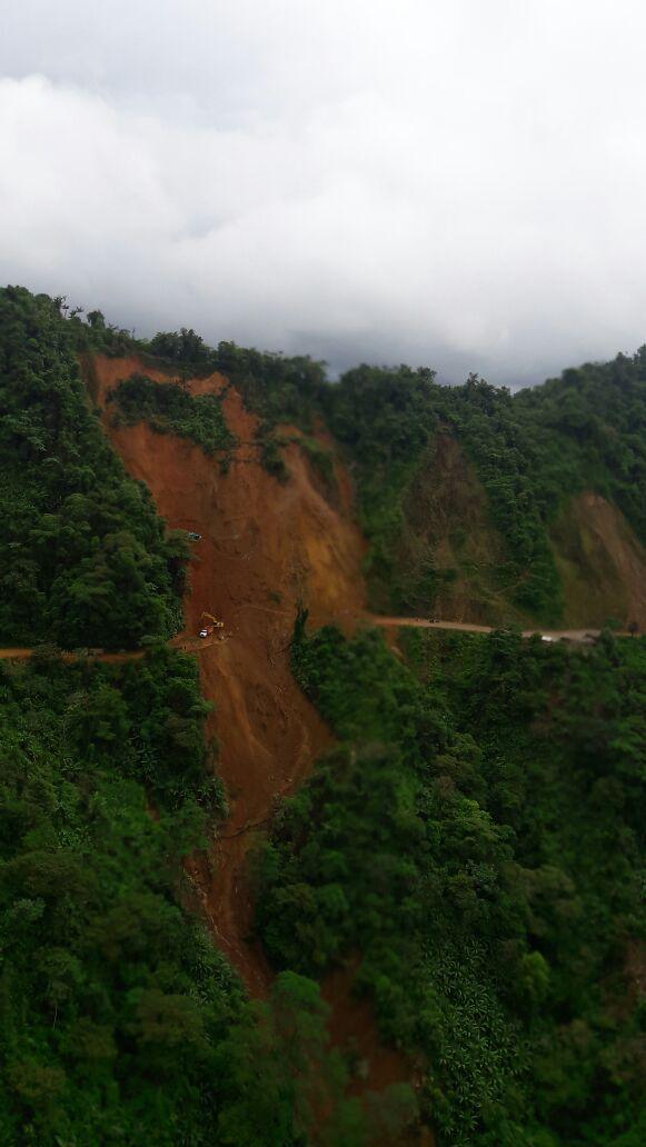 Autoridades del Chocó reportan 4 trabajadores muertos hasta el momento tras el deslizamiento de tierra. https://t.co/T3uguRWjIV