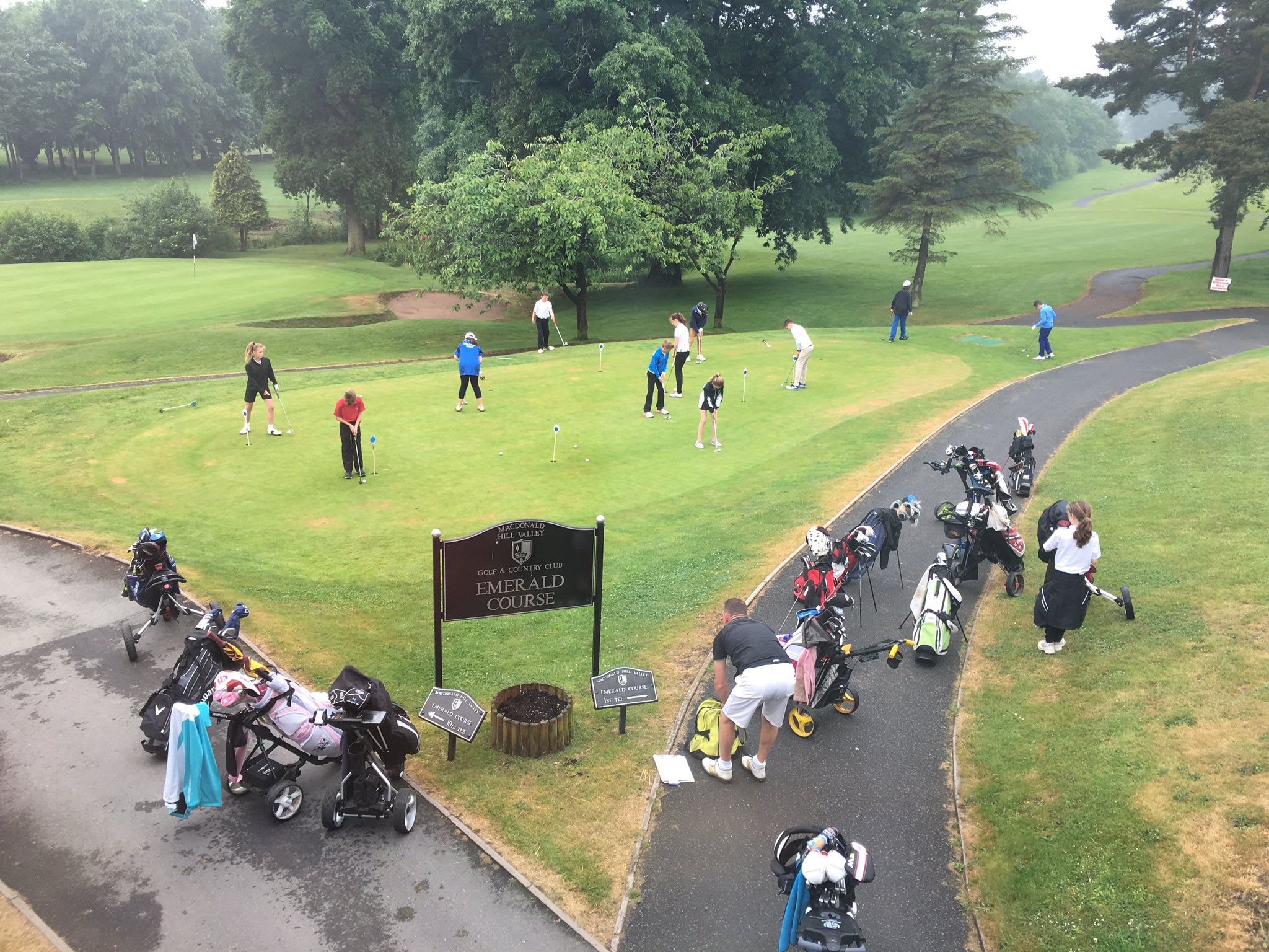 Children having last minute prep for IAPS National Golf Championships @MacHillValley today! Good luck to all golfers https://t.co/NPXat5DSzN