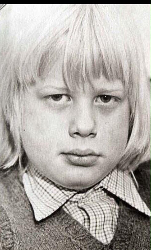 Boris one of those children who if you upset him he'd use his telekinesis powers to hurl you out a 3rd floor window https://t.co/KOOgdl4OSy
