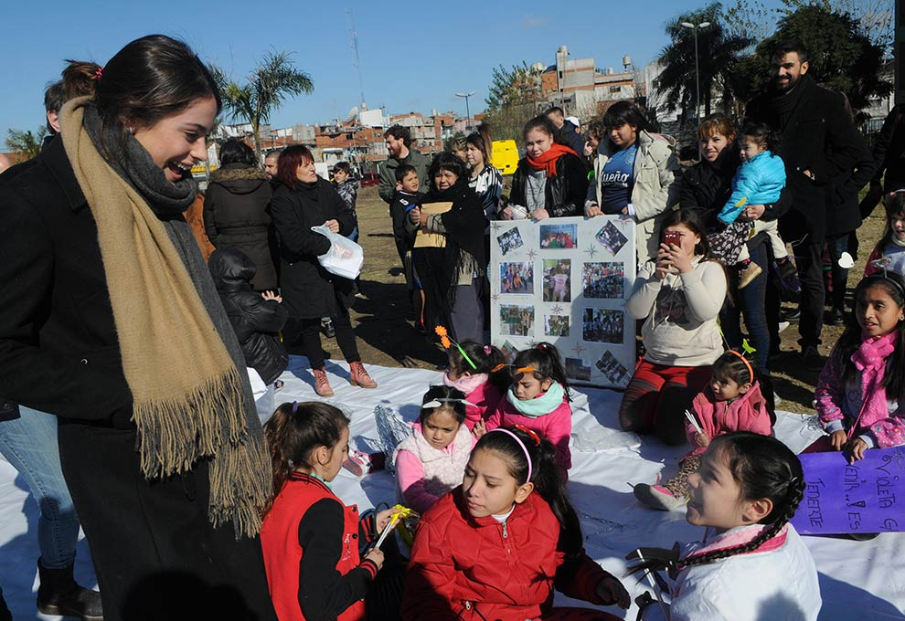 Tini Stoessel visitó la Villa 1-11-14 junto a Horacio Rodríguez Larreta https://t.co/Dq0cNmN5hV https://t.co/e8kFF9eJNj
