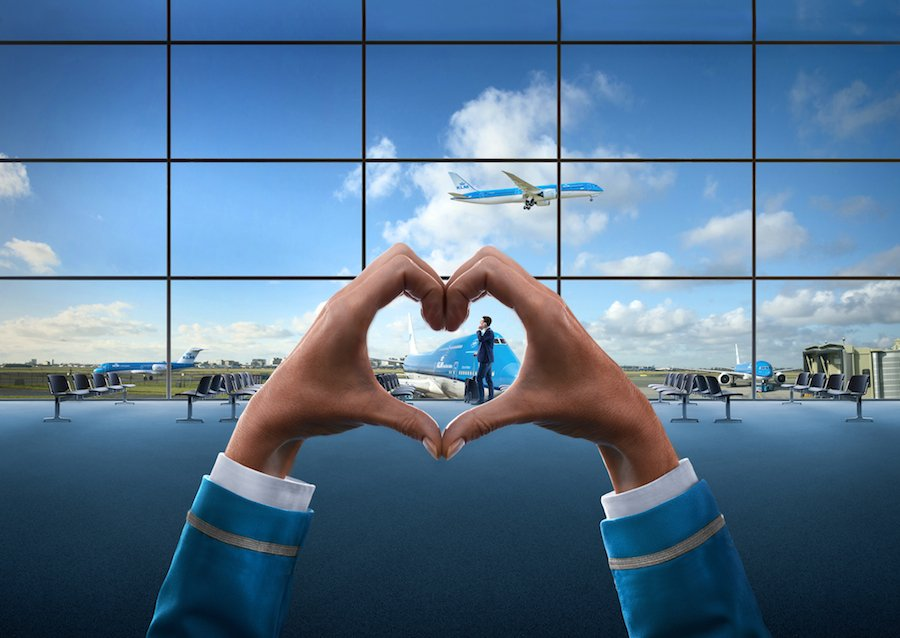 Here are 4 reasons we LOVE the @Boeing 747!  What do you love it?