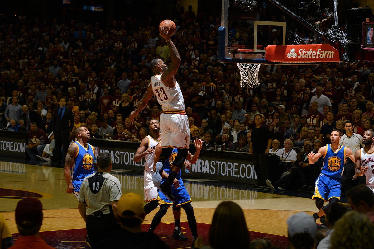 Story of a photo: Capturing LeBron's Game 3 dunk #NBAFinals https://t.co/3XwliJSAm2 https://t.co/HnNjJYBfBw