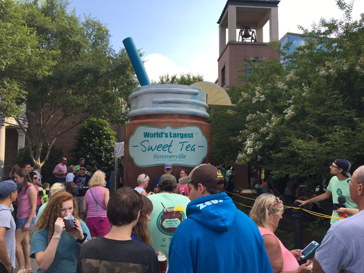 It's official @SummervilleSC just broke the Guinness Book of World Records! 2524 Gallons of Iced Tea! #IcedTeaDay https://t.co/BL01i34LQG
