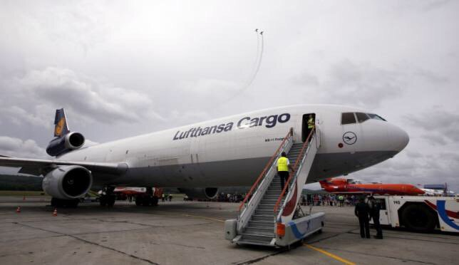 Lufthansa's cargo unit to cut 700-800 jobs worldwide
