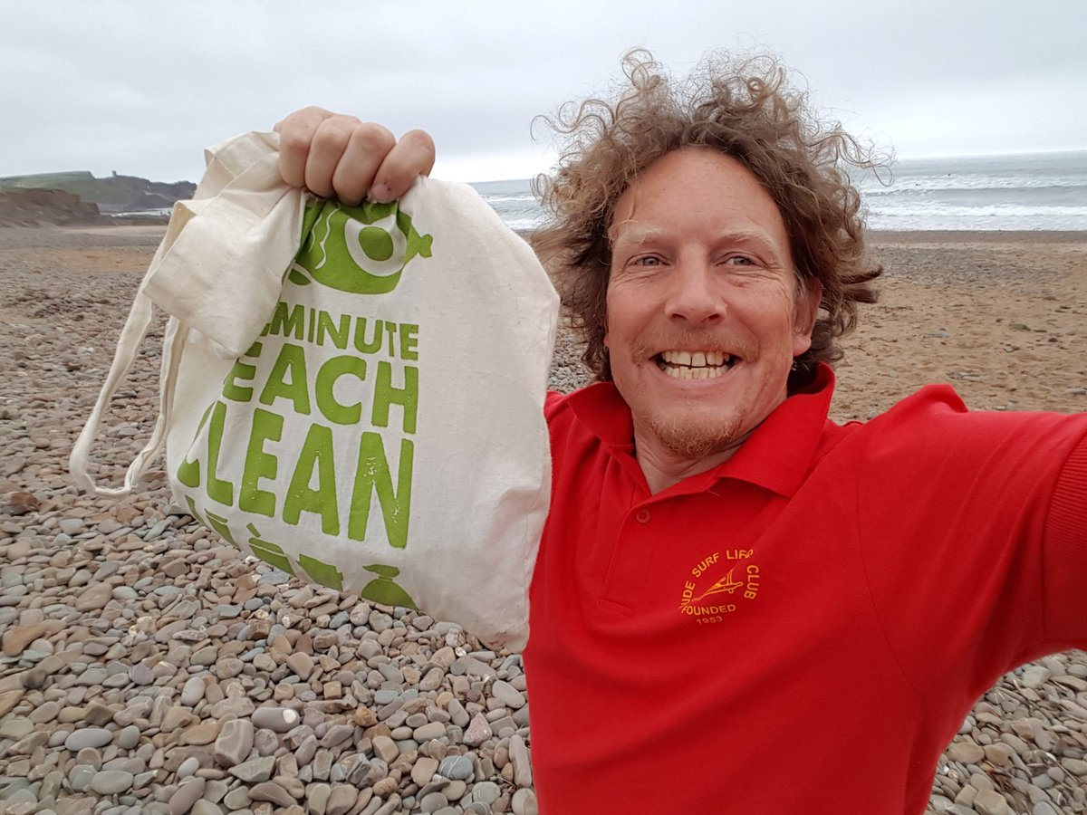 Happy #2minutebeachclean day everyone... i'm on it... 2 minutes, 1 bag of litter. easy. Imagine if we all did it!!! https://t.co/RY20DrWvVs