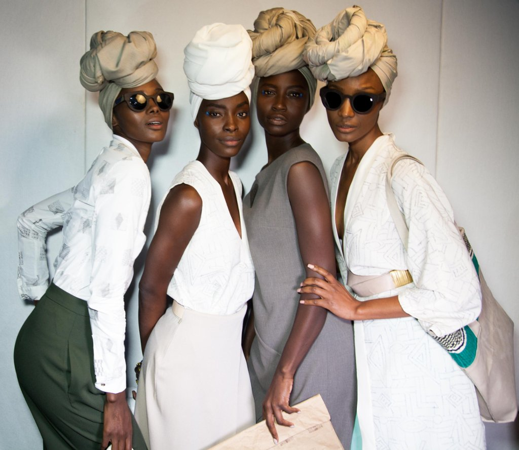 The beautiful #Melanin in this photo gives me life and the headwraps are flawless! Looking great ladies! https://t.co/LnpjcZeGje
