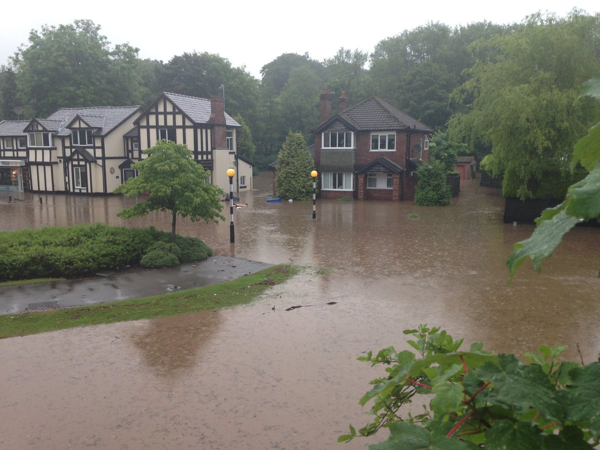 Flooded roads in #Bramhall https://t.co/L8qOxaxLrG