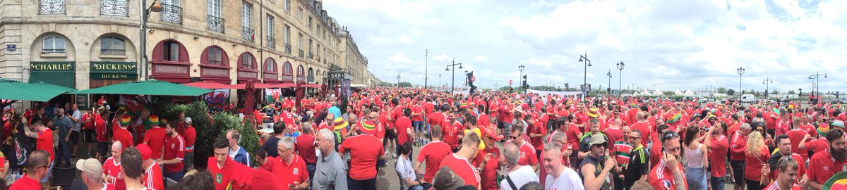 Picture from my French cousin of the Wales fans in Bordeaux. All very peaceful. A lesson. https://t.co/8ryXdoSeUf
