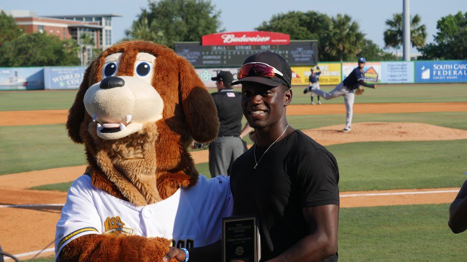 Chris Singleton was honored with the RiverDogs Humanitarian Award during tonight's ballgame. https://t.co/17eOdkCS8N