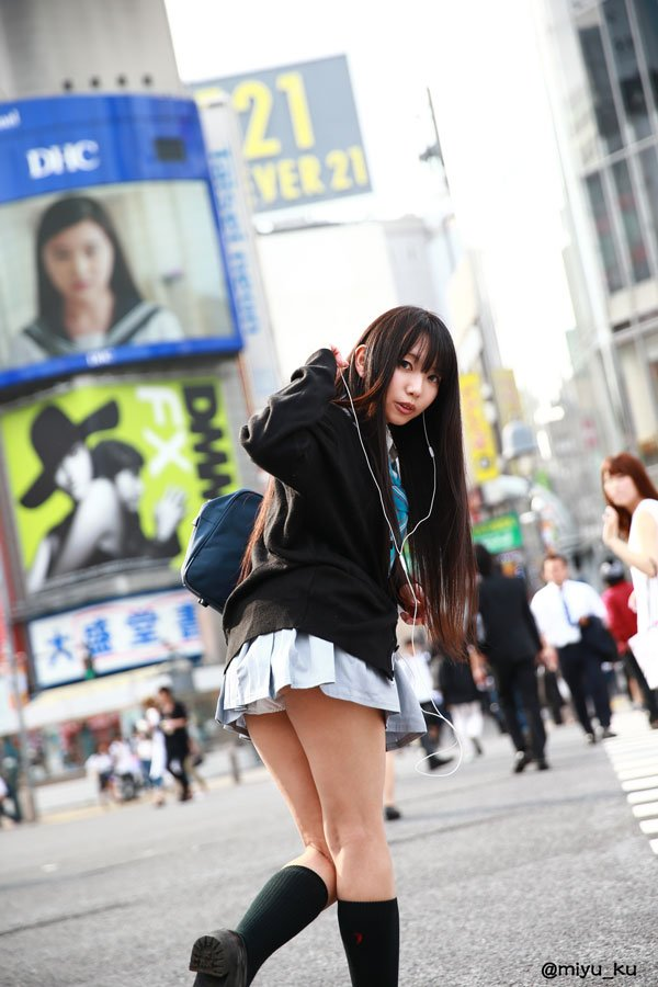 天使みゅさんの写真とつぶやき:完全に私の趣味丸出し!!なしぶりんROMが出ます…。  電車とか野外って何でこんなに好きなんでしょう。 6月19日コスプレシャス新作予定のしぶりんROMです。 電車モノや女子高生モノ好きな人に教えてもらえたら嬉しいです。 #渋谷凛 https://t.co/38qfw4Np9s