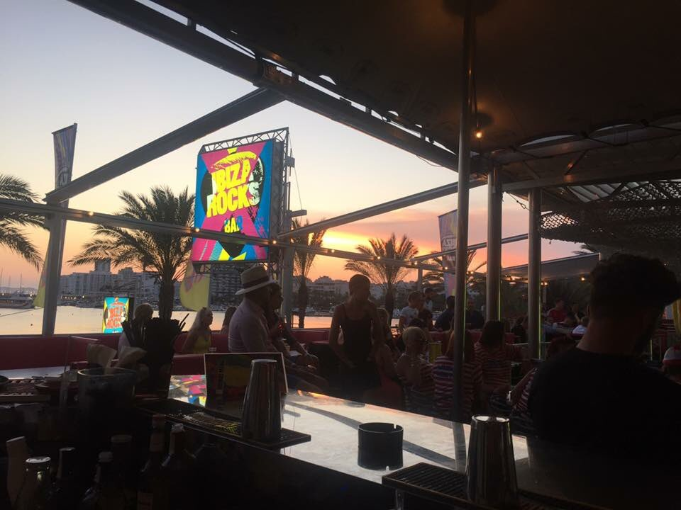 Good vibes only... enjoy @djcameo tonight in the bar with views like this! Drink deals and free entry for all