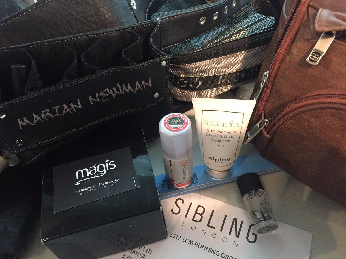 Fun, fabulous @WEARESIBLING SS17!!!! My kit @MACcosmetics @MagisSupplies @THEULTIMATEFIX @SisleyparisUK @Roo_Beauty https://t.co/a4M1Plskob
