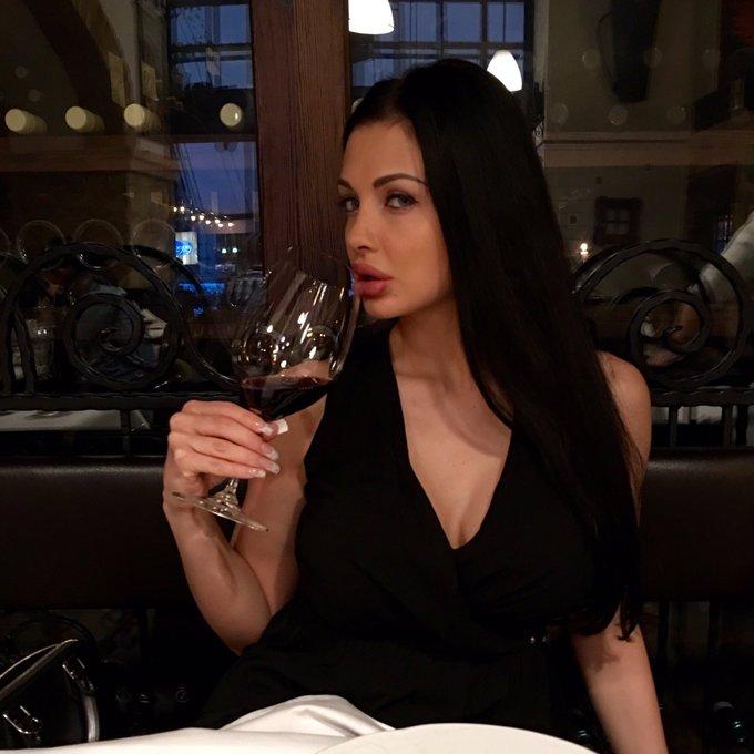 In the best Italian restaurant https://t.co/WIkGvdhPK9