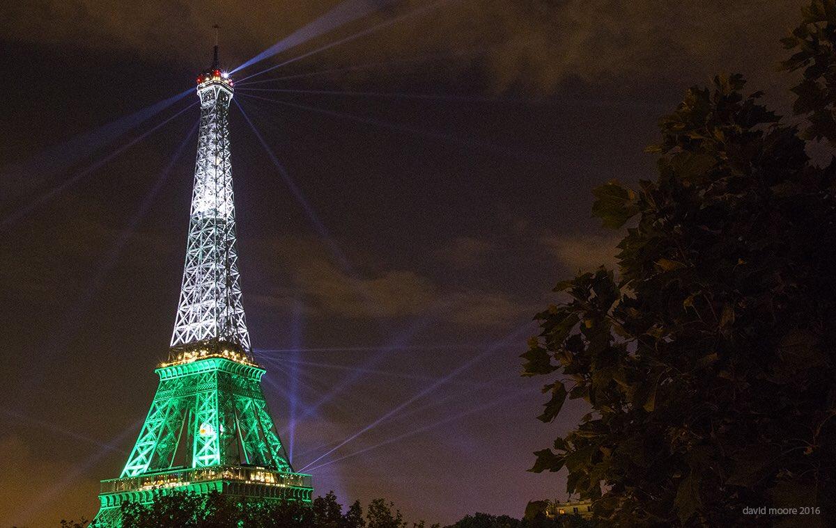 Lads the Eiffel Tower is green white n gold. It's a good omen! #FranceBants https://t.co/yB6qRGT8se