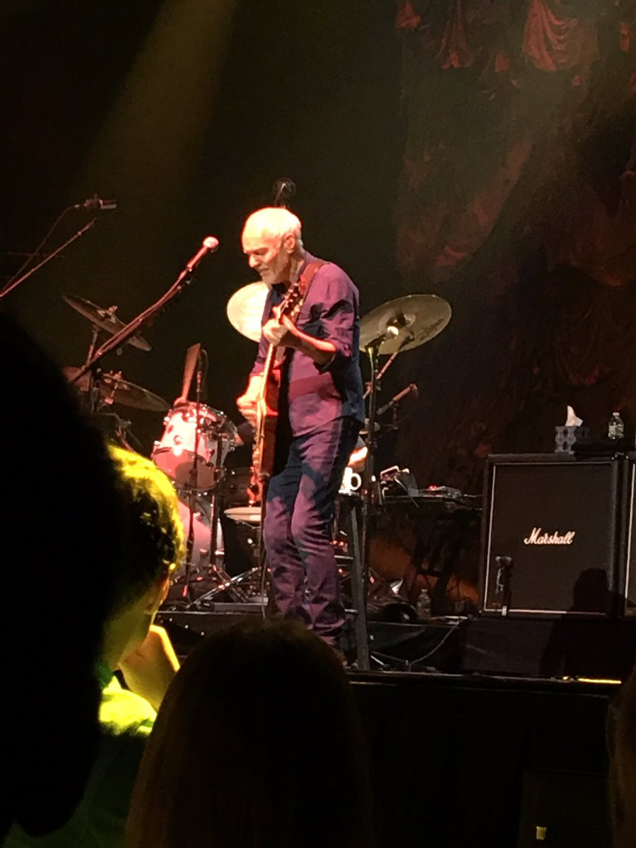 .@peterframpton thank you for an amazing show tonight! You guys rocked the house out!! #musiclegend https://t.co/DkyngWts3C