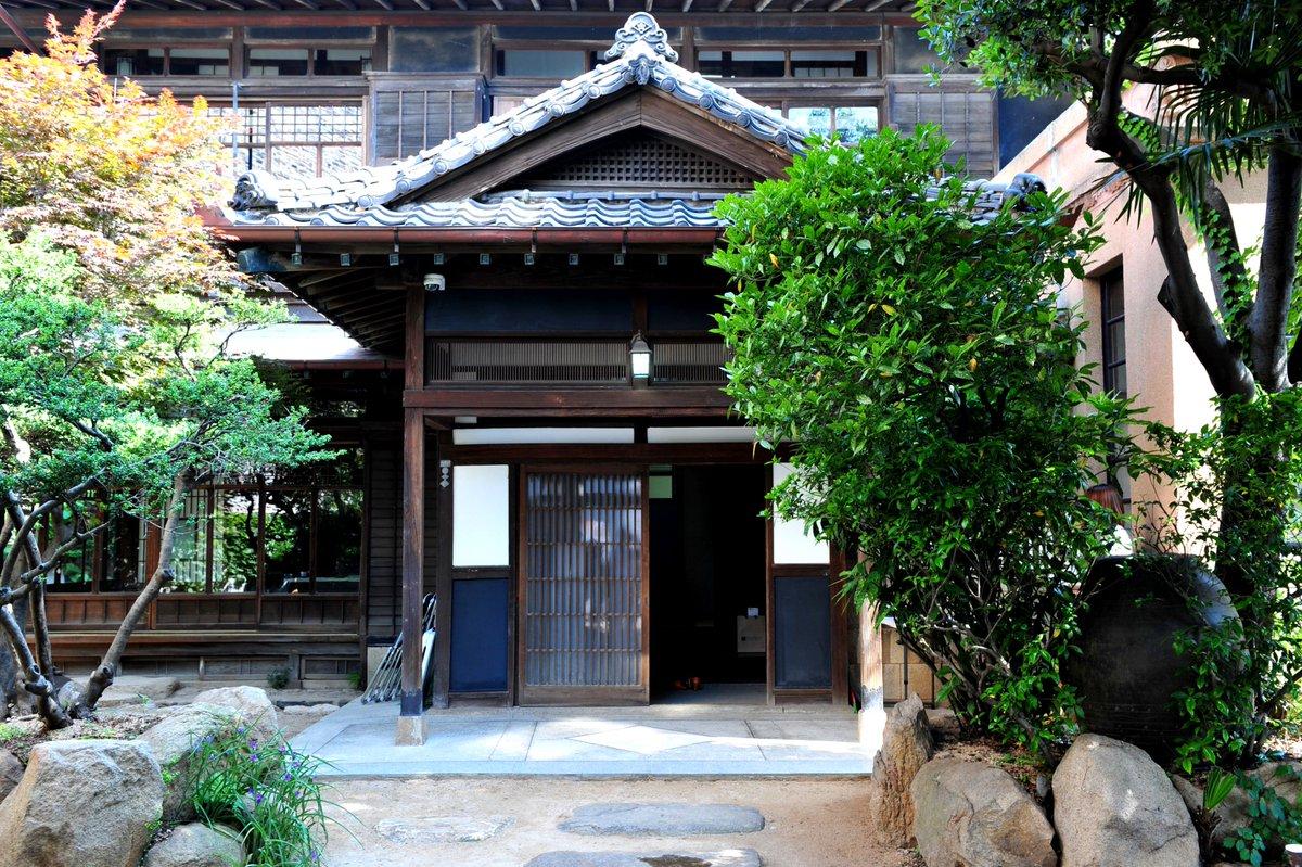 ● 부산 수정동 일본식 가옥(구 정란각)의 문이 열렸습니다! 아담한 문 뒤로 이국적인 공간을 품고있답니다. 6월 말부터 게스트하우스+카페로 운영 예정입니다. - 9~18시 개방 *휴무 없음 #초량이바구길 https://t.co/atnURccjrg